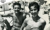 .....SPAPARAZZATI   1958      (Foto di Bruno Marino) SPAPARAZZATI AL MARE IN JESOLO (VE) 1958  - Ragusa (3403 clic)