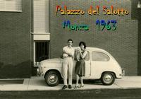 PALAZZO del SALOTTO  1963   (Foto di Bruno Marino)  CON  MADDALENA E FIFFI  NELLA PIU'  GRANDE ESPOSIZIONE DI  SALOTTI DELLA LOMBARDIA .    MONZA (MI)  1963  - Ragusa (4063 clic)