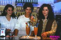 BARMAN  1991    (Foto di Bruno Marino)  LE BELLE BARMAN DEL RINOMATO MISTRALBAR              1991  - Ragusa (3173 clic)