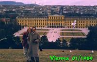 CASTELLO DI SCHONBRUNN RESIDENZA ESTIVA DEGLI ASBURGO TEATRO DI DRAMMI  UMANI E AVVENIMENTI MONDIALI.UNA VISITA E D'OBLIGO. VIENNA E' STUPENDA!!!  VIENNA 1989   - Ragusa (6033 clic)