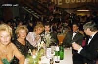 MATURITA' AUSTRIA  1987    (Foto di Bruno Marino)  SERATA DI GALA IN OCCASIONE DEL BALLO DELLE   MATURANDE.  AUSTRIA 1987  JANINKA-MARUNDA-GABY-PETER-MORENO-JOSEF      - Ragusa (3136 clic)