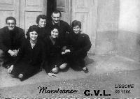 C.V.L..  LISSONE  1960         (Foto di Bruno Marino)  ASSIEME AI MIEI COMPAGNEROS DI LAVORO.  ANCORA OGGI ME LI RICORDO TUTTI!!  DITTA C.V.L. LISSONE (MI) 1960  - Ragusa (4462 clic)