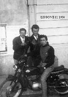 LISSONE  1956    (Foto di Bruno Marino)  AMICI DI GIOVENTU' AMBROGIO E NANDO    LISSONE(MI)1956  - Ragusa (3221 clic)