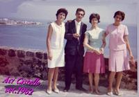 VIAGGIO di NOZZE  1962     (Foto di Bruno Marino)  CON LE COGINE(ALLE ESTREMITA') IN OCCASIONE DEL   MIO VIAGGIO DI NOZZE. ACI CASTELLO (CT) 1962  - Ragusa (3174 clic)