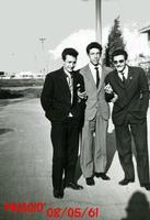 GIOVENTU'  1961           (Foto di Bruno Marino)  GLI AMICI DELL GIOVENTU' PERSI NEL NULLA !!!  RAGAZZI DOVE SIETE?? COME E' STATA LA VOSTRA  VITA SE LO SIETE ANCORA?? CHE' TRISTEZZA !!  MUGGIO' (MI) MAGGIO 1961  - Ragusa (3309 clic)
