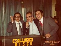 BUDAPEST  1974         (Foto di Bruno Marino)  CON AMICI A FAR BALDORIA!!  BUDAPEST H.DUNA 1974  - Ragusa (3024 clic)