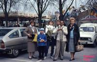A VIENNA  1980            (Foto di Bruno Marino)  IN OCCASIONE DI UNA IMPORTANTE FIERA CON AMICI. ACCANTO A ME' JANINKA E GABY. VIENNA 1980    - Ragusa (3666 clic)