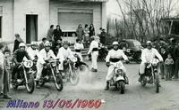 MILANO   1960                 (Foto di Bruno Marino)  INTREPIDI MOTOCICLISTI PRONTI ALLA PARTENZA PER  UN RADUNO NELLA CITTA' DI  BRESCIA.      MILANOO  15 05 1960    - Ragusa (3270 clic)