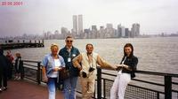 NEW  YORK    2001     (Foto di Bruno Marino)  NELLA FAVOLOSA GRANDE MELA CON IL RICORDO DELLE  TORRI SULLO SFONDO.    NEW YORK 20/05/2001  - Ragusa (3327 clic)