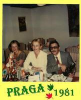 PRAGA   1981    (Foto di Bruno Marino)   MARUNDA JANINKA e MI  NELLA STUPENDA PRAGA RAGUSA bruno m