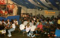 DA   ATMOSFERA ALLEGRA IN BIRRERIA  1988  - Ragusa (3011 clic)