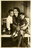 MAMI  NEVENKA  1939         (Foto di Bruno Marino) MIA DOLCE MAMI NEVENKA CON BRUNO E VENERINA  A   MATTUGLIE (ISTRIA) in data 15/06/1939 NOSTALGIA!!  - Ragusa (3406 clic)