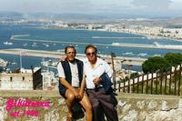 GIBILTERRA 1996      (Foto di Bruno Marino)  CON IL MIO AMICO PAVEL IN CIMA ALLA FAMOSA ROCCA   NOTARE LA PISTA ATTERRAGGIO DEL'AEREPORTO CIVILE  CHE SI IN'OLTRA IN MARE.    ROCCA DI GIBILTERRA  OTT.1996   - Ragusa (2619 clic)
