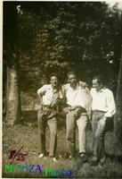 AMICI AL PARCO   1955        (Foto di Bruno Marino) BRUNO MARINO   PARCO di MONZA 1955  - Ragusa (3330 clic)