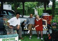I  MIEI  AMORI    (Foto di Bruno Marino)               CON MIA CARA MADRE E MORENO ALLA VIGILIA DELLE    SUE NOZZE.                      28/04/2000  - Ragusa (3266 clic)