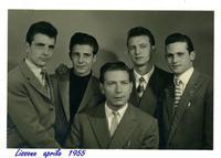 EMIGRANTI  1955       (Foto di Bruno Marino) GIOVANI DEL SUD EMIGRATI AL NORD PER LA....PAGNOTTA.LISSONE(MI)1955 FOTO DI MARINO B.(Secondo da sinistra)  - Ragusa (3846 clic)