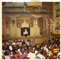 SPETTACOLO  1971     (Foto di Bruno Marino)  IL COMICO RICHETTO ENTRA IN SCENA OSANNATO DAI  BIMBI IN UN MERAVIGLIOSO TEATRO ANTICO.SPETTACOLI  D'ALTRI TEMPI!  FABRIANO 05/1971  - Ragusa (3282 clic)