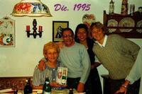 NATALE  1995     (Foto di Bruno Marino)  CON LE MIE BELLE NIPOTINE. IL CLASSICO NATALE  AUSTRIACO MOLTO TRADIZIONALE E MOLTO SENTITO.           AUSTRIA DIC.1995  - Ragusa (2981 clic)