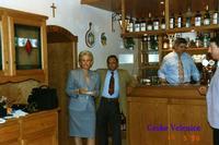 IN CECHIA   1996          (Foto di Bruno Marino)  CON MIA MOGLIE JANJNKA NEL RISTORANTE DI MIO  COGNATO. OTTIMI PRANZI NAZIONALI !!!  CESKE VELENICE  1996  - Ragusa (3206 clic)