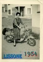 MADDALENA 1954 (Foto di Bruno Marino) MADDALENA GIOVANE LAMBRETTISTA A LISSONE(MI)1954  - Ragusa (3391 clic)