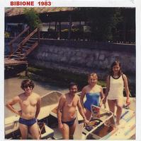 BIBIONE  1983     (Foto di Bruno Marino)  CON MOGLIE E NIPOTI. (QUANTA PAZIENZA POVERO ME')     BIBIONE (VE)  1983  - Ragusa (2398 clic)