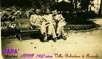 GIOV.MARINO   ACIREALE 1932    (Foto di B.Marino) MIO PADRE GIOVANNI MARINO (Primo a sinistra) IN  ACIREALE(CT) ANNO 1932  Notare la eleganza degli abiti,cosa molto difficile in quei tempi.    - Ragusa (3599 clic)