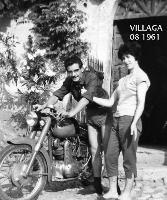 VILLAGA (VI)   1961      (Foto di Bruno Marino)  CON LA MIA CARA MADDALENA IN VACANZA A VILLAGA   CHE' A SUO TEMPO ERA UNA MINUSCOLA FRAZIONE OVE   SI VIVEVA A CONTATTO CON LA NATURA E SI MANGIAVA  DA DIO E POI SI FACEVA....L'AMORE! DOLCI RIRORDI!    - Ragusa (2980 clic)