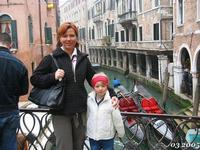 VENEZIA   2005     (Foto di Bruno Marino)  DENISE UNA BELLA MAMMINA CON ALESSANDRA UNA BELLA  BAMBINA.(Sopranominata IL MOSTRO per il suo quoziente intellettuale)         VENEZIA MARZO 2005  - Ragusa (3292 clic)