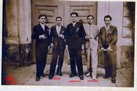 Fratelli  MARINO  1938    (Foto di Bruno Marino) I tre fratelli MARINO con amici.Anno 1938 circa.  Mio padre Giovanni è con il vestito chiaro. NOTARE LA ELEGANZA DEL VESTIRE (Altro che i pantaloni sbrandellati di oggi)  - Ragusa (3619 clic)