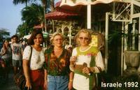 ISRAELE  1992     (Foto di Bruno Marino)  TRE BELLE BAMBINE!! DENISE- MARUNDA- JANINKA    JAFFA ISRAELE 1992 CHECCHE' SE NE DICA MALE ISRAELE E'UN PAESE CON UNA VERA DEMOCRAZIA, CON DELLA GENTE COSMOPOLITA MOLTO A MODO, E PANORAMI MERAVIGLIOSI. VISITATELA!!  - Ragusa (3403 clic)
