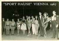SPORT in VIENNA  1967      (Foto di Bruno Marino) SERATA DI GALA DELLO SPORT.(JANINKA E' LA PRIMA DA  DESTRA) SPORT HAUSE VIENNA 1967     - Ragusa (3069 clic)