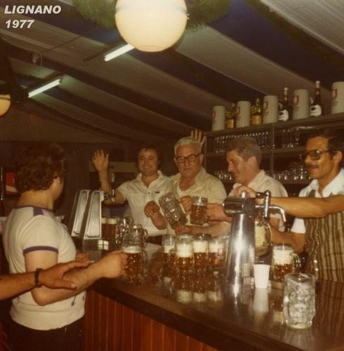 BIRRAIOLI   1977   (Foto di Bruno Marino) - RAGUSA - inserita il 12-May-11