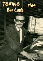 BAR LINDO  TORINO 1964   (Foto di Bruno Marino)   BRUNO GESTORE DEL BAR  LINDO     TORINO 1964  - Ragusa (3509 clic)