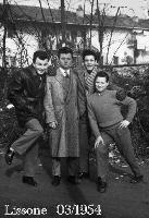 IMMIGRATI AL NORD 1954 (Foto di Bruno Marino) GIOVANI IMMIGRATI A LISSONE. ANNO 1954  - Ragusa (4797 clic)