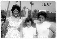 BELLE BIMBE  DEL   1957      (Foto di Bruno Marino)  TRE BELLE E BRAVE SORELLE   MADDY LUSY GABRY    MONZA 1957  - Ragusa (6613 clic)