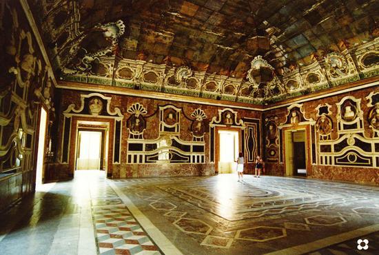Villa Palagonia, sala degli specchi - BAGHERIA - inserita il 07-Jul-11