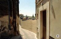 S. Giorgio, i tetti della cattedrale dalle stradine intorno   - Modica (1540 clic)