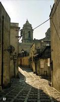 ombra sul selciato   - Erice (1849 clic)