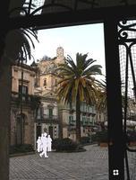 Modica, sagome in movimento n.16 di Enzo Belluardo (3168 clic)