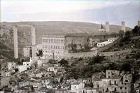 1966, Convento delle Benedettine, sullo sfondo il Ponte Guerrieri in avanzata costruzione   - Modica (6950 clic)