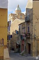 La Cattedrale, vista posteriore   - Piazza armerina (2374 clic)