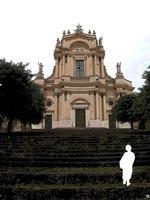 Modica, sagome in movimento n.114 di Enzo Belluardo (2456 clic)