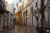 Via Mormina Perna, la prosecuzione di Piazza Municipio   - Scicli (2228 clic)