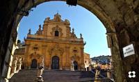 San Pietro 2013, luce radente sui santoni   - Modica (1632 clic)