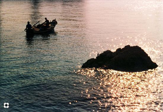 ultimi raggi sul porto - SIRACUSA - inserita il 09-Sep-11