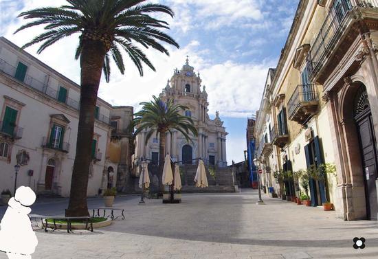 Ibla, San Giorgio in primo piano - RAGUSA - inserita il 28-Mar-12