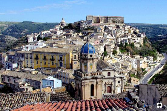 Ibla, tetti e Cupole - RAGUSA - inserita il 16-May-13