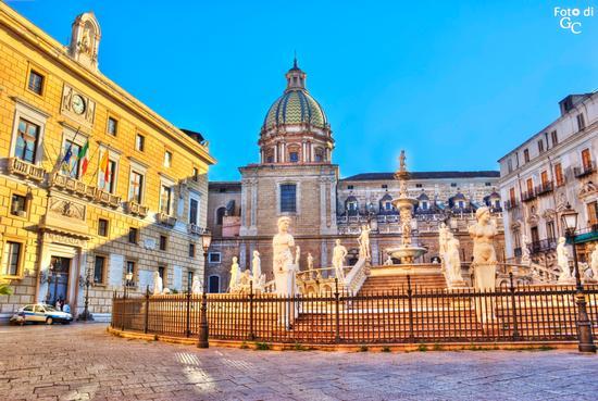 Piazza della vergogna - PALERMO - inserita il 05-Jul-11