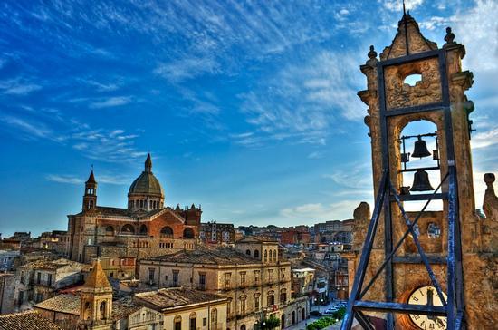 Vista Favara con campanile - FAVARA - inserita il 10-Jun-11