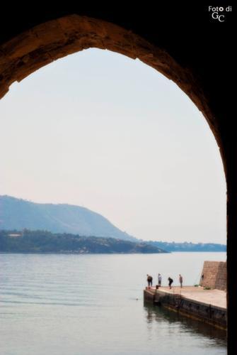 Arco sul mare - CEFAL? - inserita il 27-Jun-11